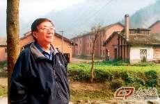 1999年,金怡濂重返西南山区曾工作过多年的地方。